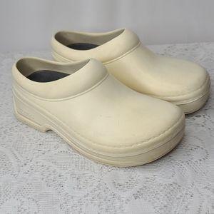 Klogs cream slip on rubber clogs mules sz 5 medium
